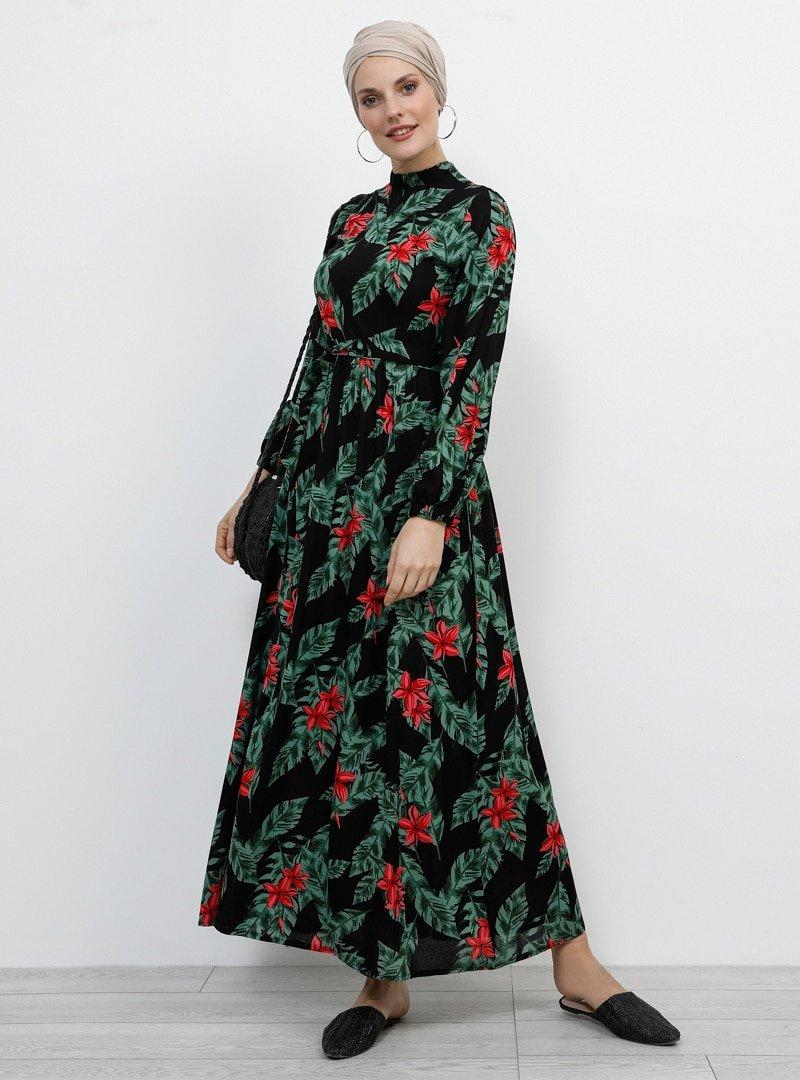 Refka Siyah Doğal Kumaşlı Yakası Lastikli Elbise
