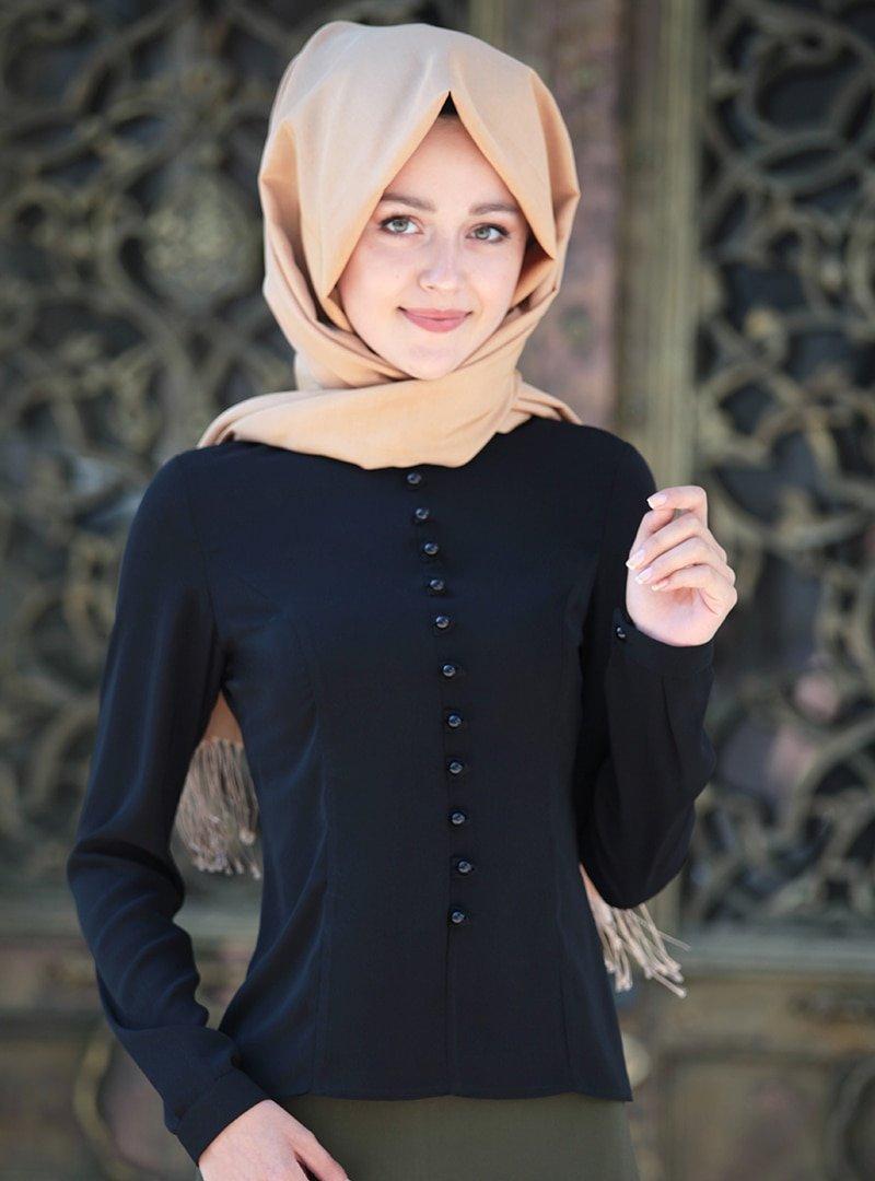 Nurkombin Siyah Düğmeli Bluz