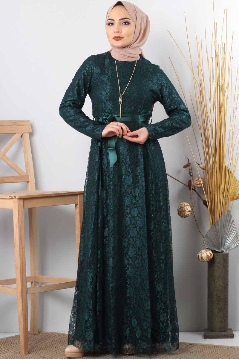 Tesettür Dünyası Zümrüt Yeşili Kolyeli Dantelli Abiye Elbise