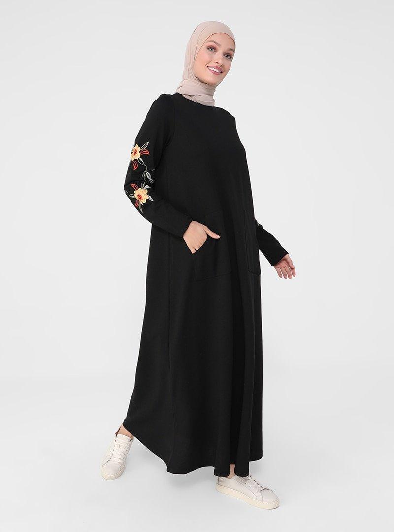 Refka Siyah Kolları Nakış Detaylı Elbise