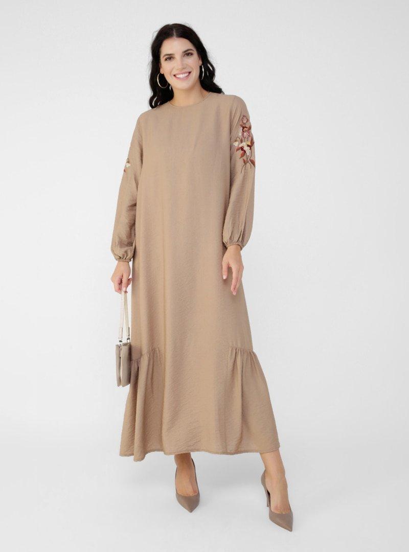 Alia Bej Büyük Beden Kolları Nakış Detaylı Elbise