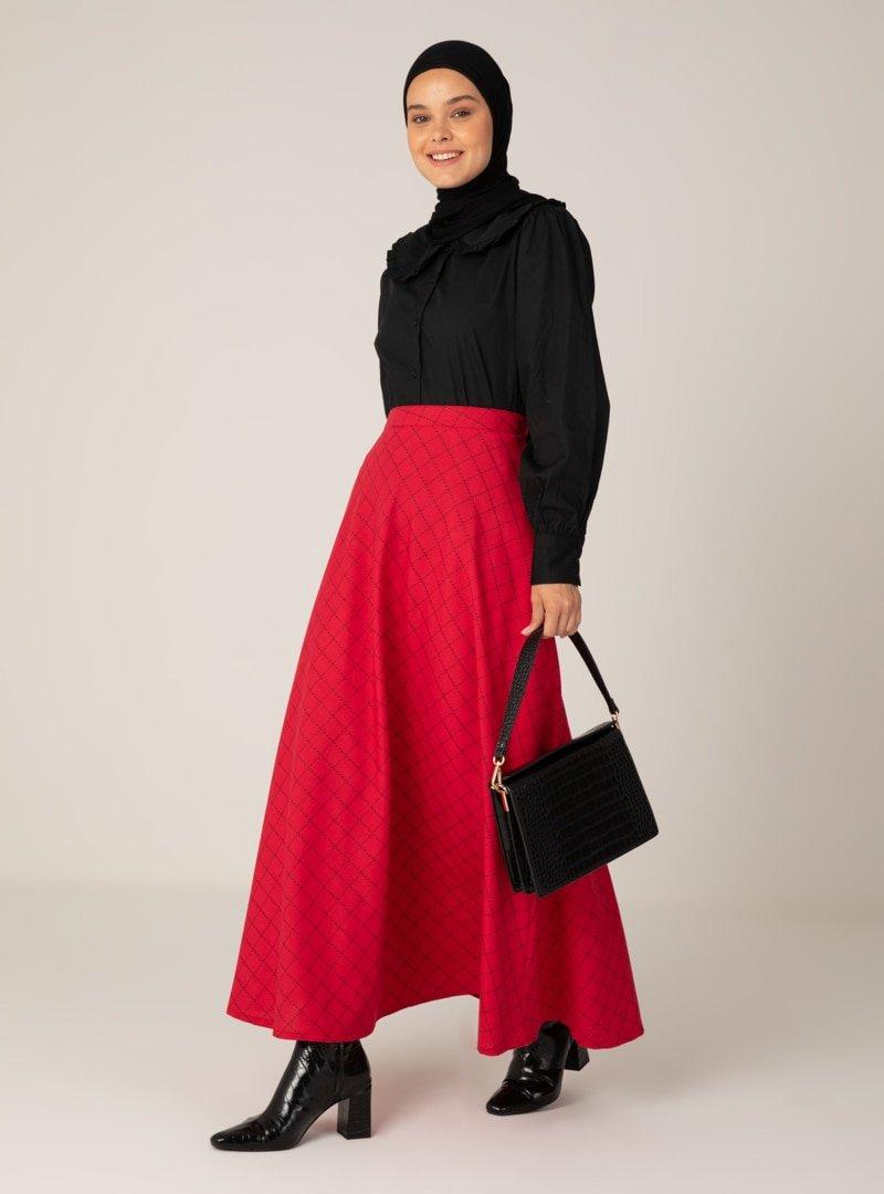 Almera Siyah Kırmızı Desenli Etek