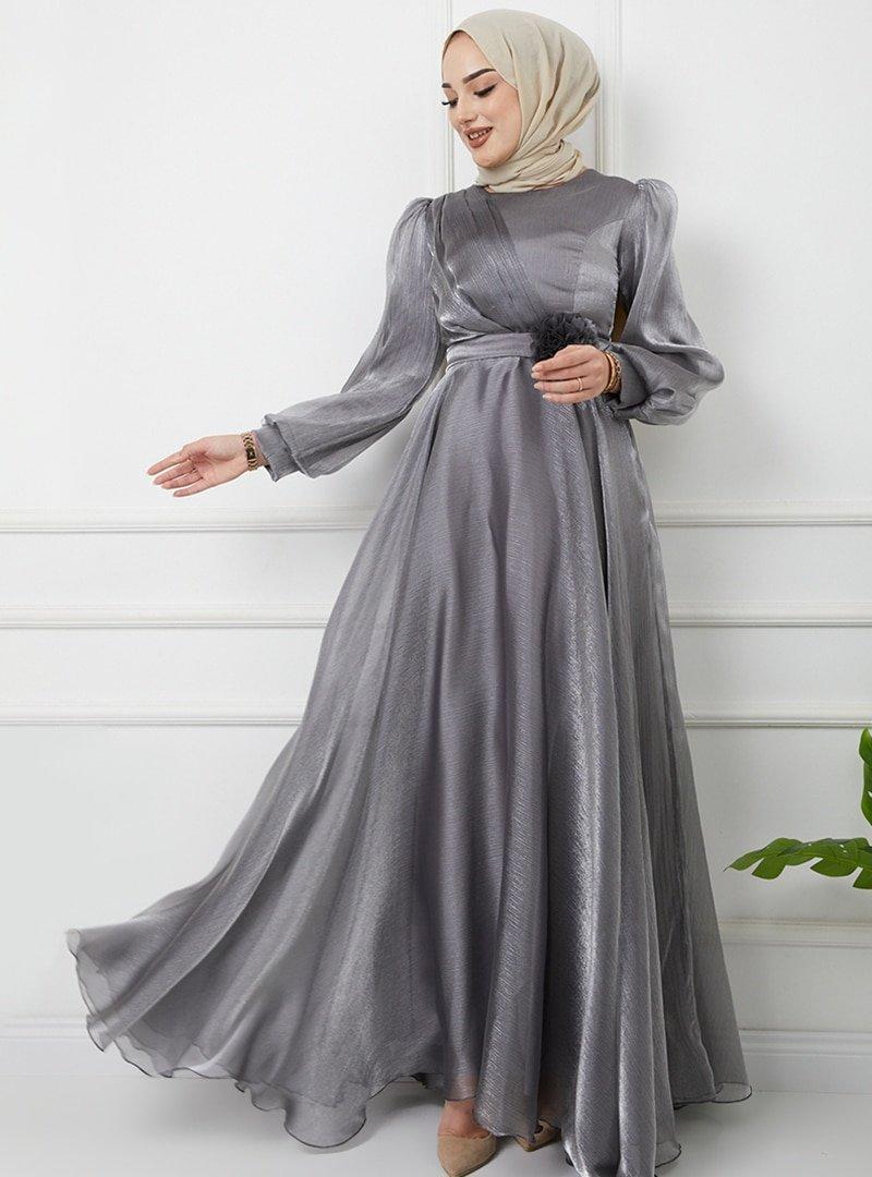 Olcay Gümüş Kemeri Çiçek Detaylı Simli Abiye Elbise