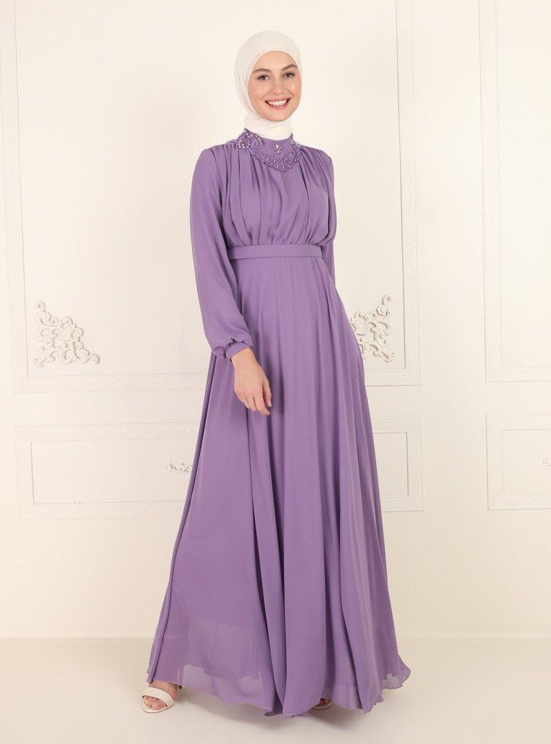 Amine Hüma Lila Yakası Taş Detaylı Abiye Elbise