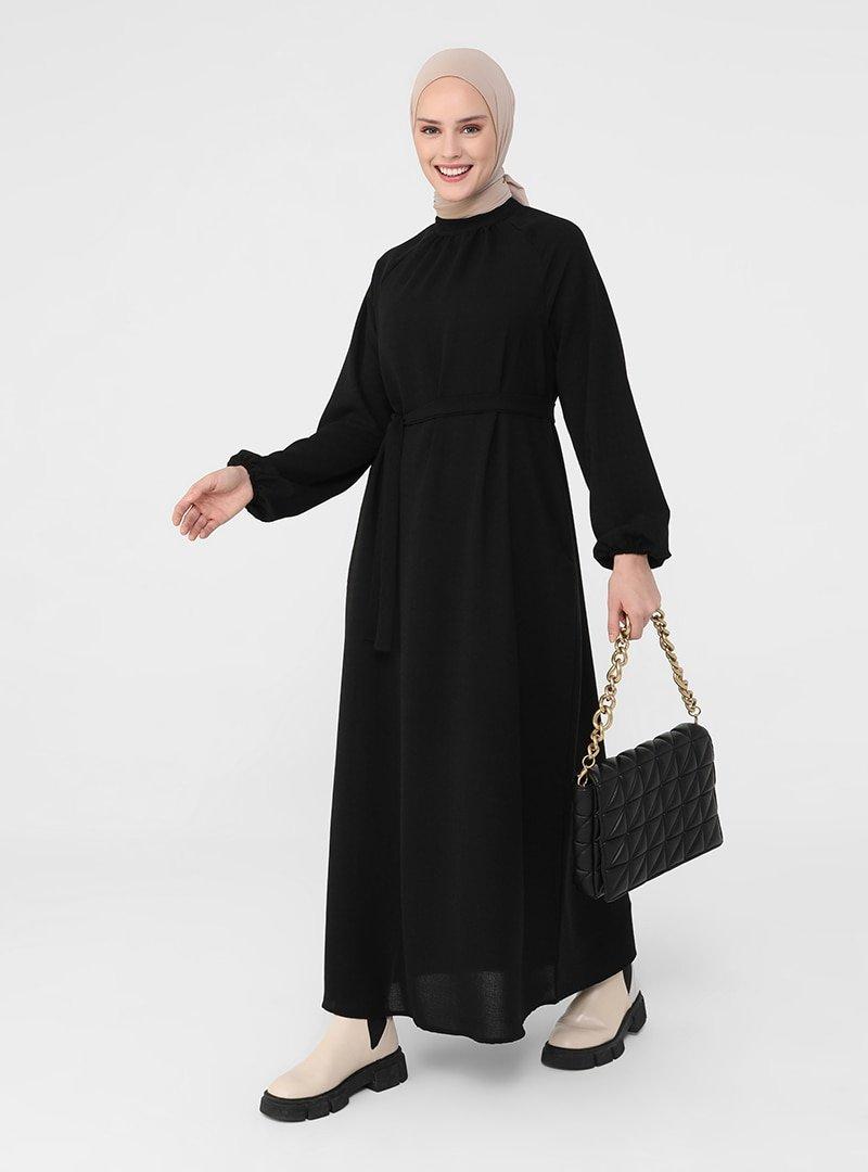Refka Siyah Dik Yaka Kemer Detaylı Elbise