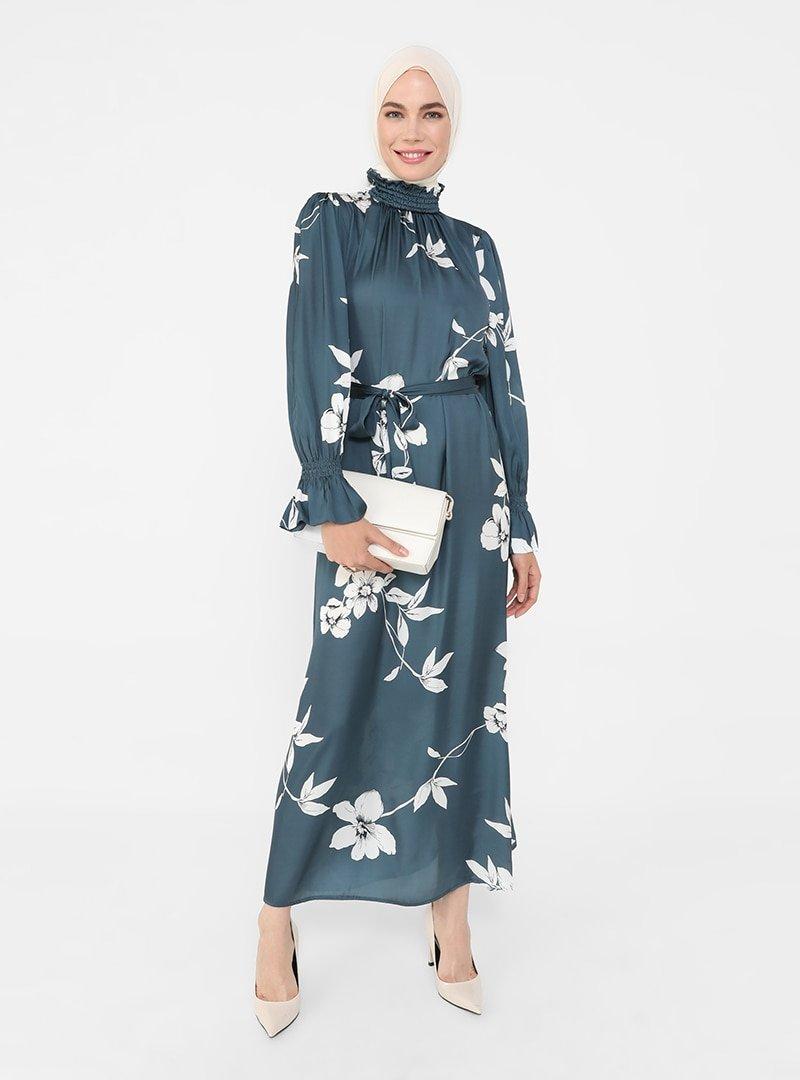 Refka Kirli Mavi Yakası Gipeli Çiçek Desenli Saten Elbise